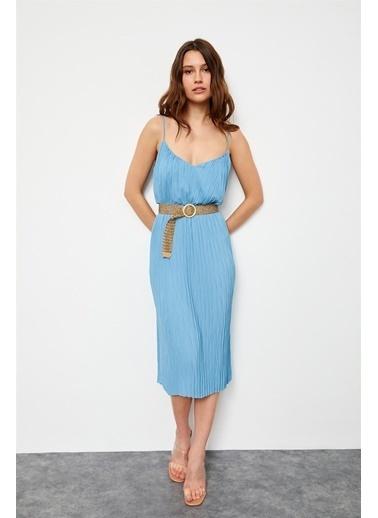 Setre Koyu Mavi İp Askılı V Yaka Kemerli Piliseli Diz Altı Boy Elbise Mavi